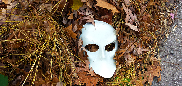 Discarded Mask (c) in medias res by Melinda Kucsera